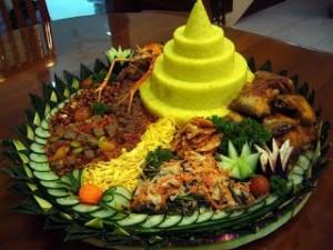 Tumpeng  Hias  Nasi  Kuning di Surabaya